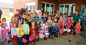The kids are ready, off and running to find the treats at Oakland Heights. All Photo Credit/Denise Gilliland, Editor and Chief, Kat Country Hub.