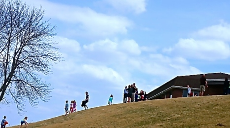 Kids hunted for Easter eggs all around Oakland Heights. All Photo Credit/Denise Gilliland, Editor and Chief, Kat Country Hub.