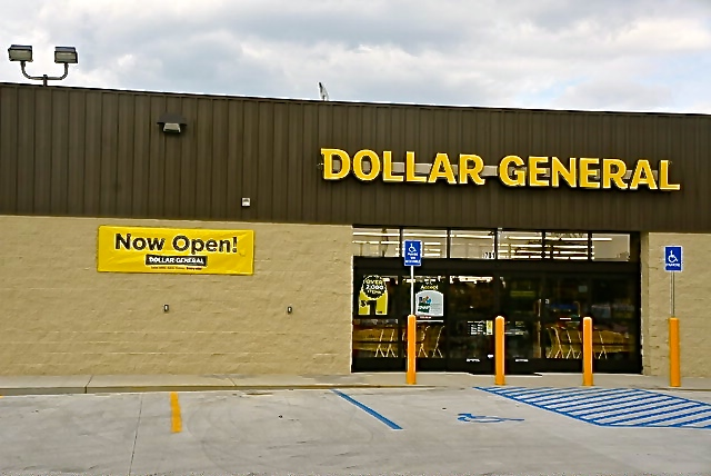 Dollar General Hours – Additional Details. Dollar General locations are open from AM until PM every day of the week. The store is also open on many holidays throughout the year. There is just one holiday that Dollar General closes down: Dollar General is closed on the following holiday: – Christmas Day. Dollar General stores are franchised.