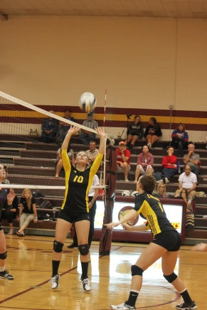 Darcey Simonsen sets the ball up for Maddie Ronnfeldt during the Clarkson Leigh match. Photo Credit/Rhonda Hansen.