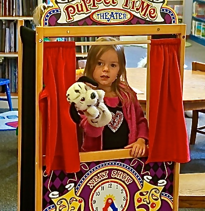 Laityn Johnson is putting on a show at the Oakland Public Library. Photo Credit/Denise Gilliland, Editor and Chief, Kat Country Hub.