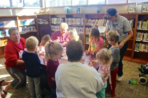 This group of kids had a great time at the library making a farmer and hearing a story. All photos credit of Denise Gilliland, Editor and Chief, Kat Country Hub.