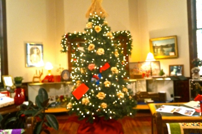 Christmas tree at the Swedish Heritage Center. Photo Credit/Denise Gilliland, Editor and Chief, Kat Country Hub.