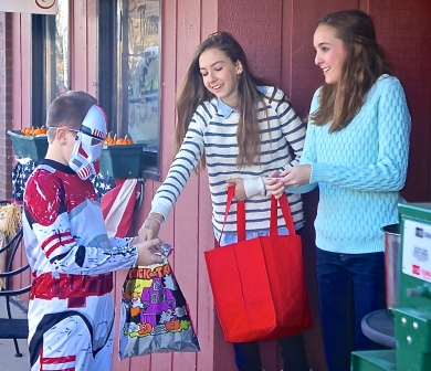 Many kids enjoyed trick or treating on Oakland's Main Street. As you can see, there were some great costumes! All photos credit of Denise Gilliland, Editor and Chief, Kat Country Hub.
