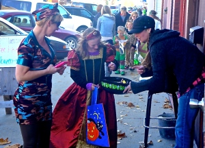 Halloween fun on Oakland's Main Street. All photos credit of Denise Gilliland, Editor and Chief, Kat Country Hub.