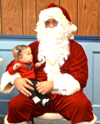 Bentley Olson sees Santa for the first time! Photo Credit/Denise Gilliland, Editor and Chief, Kat Country Hub.
