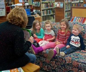 Oakland Library Director Rosa Schmidt reads a book about puppies to Laityn Johnson, from left, Rachel Gatewood, Hilary Ray and Blaise Hartwell. Photo Credit/Denise Gilliland, Editor and Chief, Kat Country Hub.