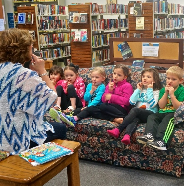 Friends was the theme of Story time at the Oakland Public Library. Next Tuesday is the last story time until school starts in the fall. Please join in the fun beginning at 10:00 a.m. All photos credit of Denise Gilliland/Editor and Chief, Kat Country Hub.