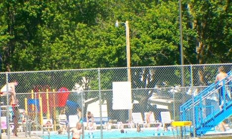 With temperatures rising into the upper 80's and lower 90's over the next couple of days, traffic at the Oakland Swimming Pool will be on the rise. Stay cool and enjoy the summer weather. Photo Credit/Denise Gilliland, Editor and Chief, Kat Country Hub.