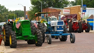 Tractors lined a block of Oakland's Main Street Saturday for all to look at while the owners dined out at a local business. All photos credit of Denise Gilliland/Editor and Chief, Kat Country Hub.