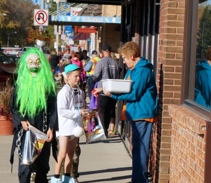 Approximately 250 kids dressed up in all types of costumes to trick or treat on Oakland's Main Street. All photos credit of Denise Gilliland, Editor and Chief, Kat Country Hub.