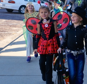 A great turnout of kids walked up and down Oakland's Main Street trick or treating! There were some great costumes! All photos credit of Denise Gilliland, Editor and Chief, Kat Country Hub.
