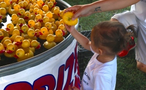 Games are also fun at the fair! Penelope Tran, daughter of Whitney and Tri Tran and granddaughter of Denise and Jeff Gilliland, enjoyed picking up ducks to win a prize! Photo Credit/Denise Gilliland, Editor and Chief, Kat Country Hub.